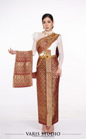 ชุดไทยประยุกต์เสื้อลูกไม้ขาว ผ้าถุงแดงดิ้นทอง สไบไม่ปัก