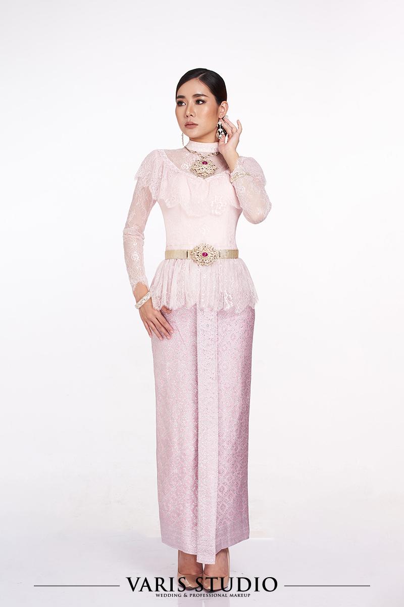 ชุดไทยประยุกต์เสื้อลูกไม้ชมพู ผ้าถุงชมพูดิ้นเงิน