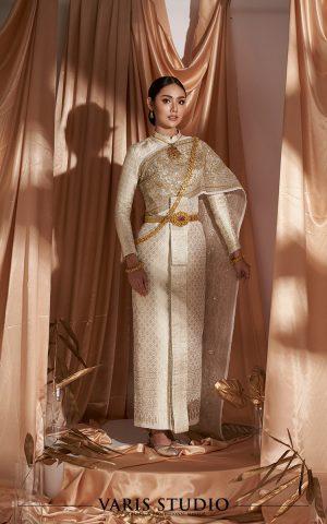 ชุดไทย สำหรับเช่า ชุดไทยศิวาลัย สี Royal Ivory ดิ้นเงินผสมทอง สไบปัก