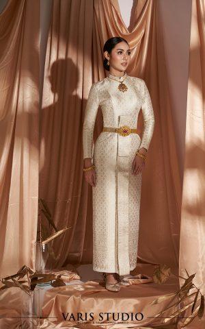 ชุดไทย สำหรับเช่า ชุดไทยบรมพิมาน สี Royal Ivory ดิ้นเงินผสมทอง