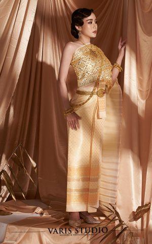 ชุดไทย สำหรับเช่า ชุดแต่งงานไทย ชุดเจ้าสาวไทย ชุดไทยจักรพรรดิ สีไข่ไก่ ลายดอกยกลำพูน สไบปัก