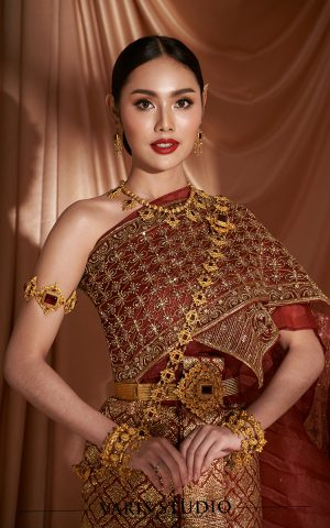 ชุดไทยจักรพรรดิ สีแดงเลือดนก ดิ้นทอง ลายประจำยาม สไบปัก